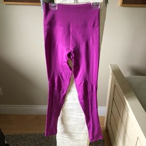 Barely worn lululemon magenta leggings